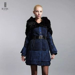 Gorgeous coat. Chic and modern.